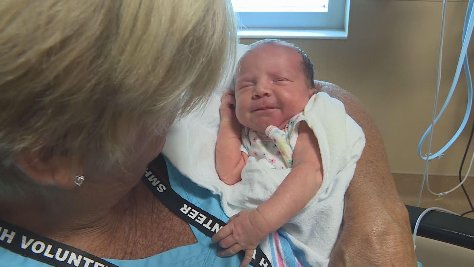 Sarasota Memorial Hospital S Volunteer Cuddlers Help
