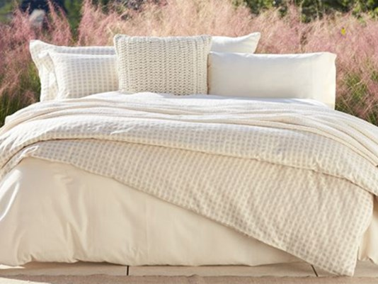 ewwwwww some americans rarely wash bed sheets. Black Bedroom Furniture Sets. Home Design Ideas
